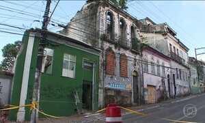 Parte de um casarão desaba sobre uma casa e mata três pessoas em Salvador