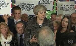 Theresa May faz discurso contundente em cidade do País de Gales