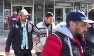 Governo da Turquia manda prender mais de mil policiais