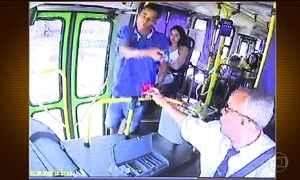 Passageiros de ônibus da Grande BH reservam dinheiro para assaltantes