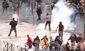 Greve geral na Grécia tem confusão nas ruas de Atenas