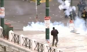 Greve geral para a Grécia e protestos em Atenas terminam em confrontos