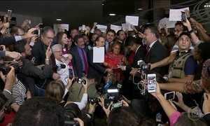 Governo perde apoio de 4 partidos e Temer já tem 8 pedidos de impeachment