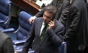 Aécio Neves deixa comando do PSDB