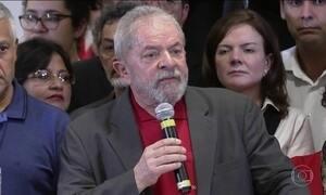 Lula é denunciado por corrupção passiva e lavagem de dinheiro
