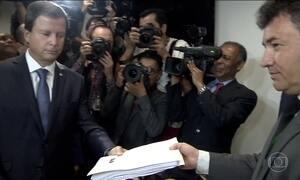 OAB entrega 13º pedido de impeachment do presidente Michel Temer