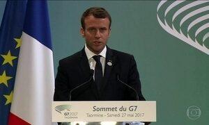 Macron recebe Putin após acusar Rússia de interferir nas eleições da França