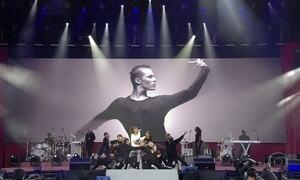 Artistas e público se emocionam em show em homenagem às vítimas de Manchester