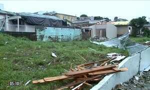 Vendaval destrói casas e provoca pânico em moradores de SC