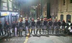 Reintegração de posse termina em confronto em Porto Alegre (RS)