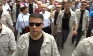 Turquia vive dia de protestos contra a sentença de prisão de um parlamentar de oposição