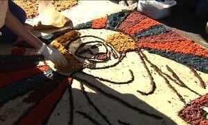 Tapetes de Corpus Christi colorem ruas pelo Brasil