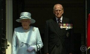 Rainha Elizabeth faz 91 anos e diz que é difícil escapar de um clima nacional sombrio