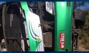 Acidente com ônibus deixa dez mortos na BR-135 no sul do Piauí