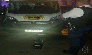 Veículo atropela grupo de pessoas em Londres