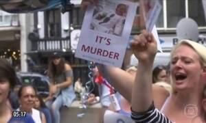 Justiça dá prazo para que pais de  Charlie reúnam evidências do tratamento nos EUA