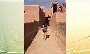 Jovem que foi gravada com minissaia na Arábia Saudita é liberada após interrogatório