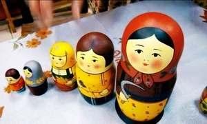 Conheça a primeira fábrica de matrioskas da Rússia