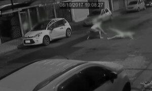 Avô reage a assalto para evitar que ladrão levasse carro com neta em Santos
