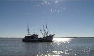 Helicópteros ajudam nas buscas de um barco pesqueiro desparecido no RS