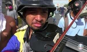 Jovem violinista símbolo de manifestações anti-governo na Venezuela é libertado
