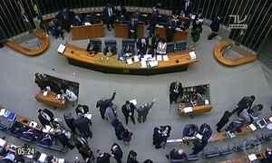 Falta de quórum adia votação da reforma política na Câmara dos Deputados