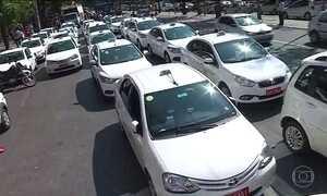Taxistas de BH protestam contra a aprovação dos aplicativos de transporte