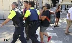 Polícia procura por motorista de van responsável por atentado terrorista na Espanha