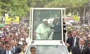 Papa Francisco sofre corte no rosto durante visita à Cartagena, na Colômbia