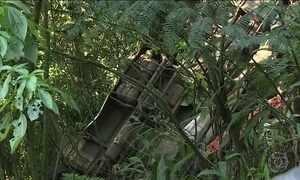Acidente com micro-ônibus que ia para Ubatuba mata duas pessoas em SP