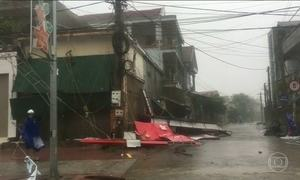 Tufão mata, pelo menos, oito pessoas e danifica mais de 100 mil casas no Vietnã