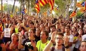 Manifestantes voltam a protestar contra a prisão de funcionários do governo da Catalunha