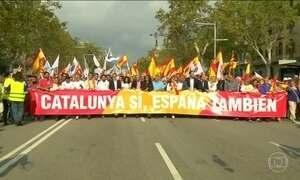 Espanhóis vão às ruas no dia do país em protesto contra a independência da Catalunha