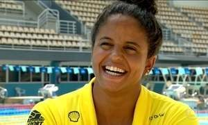 Campeã mundial, nadadora Etiene Medeiros, compete em revezamento misto no Rio
