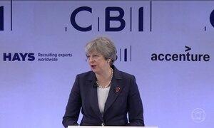 Premiê britânica se reúne com oposição para discutir denúncias de abuso sexual