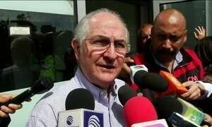 Líder da oposição na Venezuela escapa da prisão domiciliar e foge do país