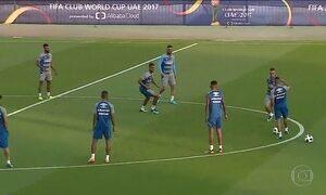 Jogadores do Grêmio treinam com bola oficial do Mundial de Clubes da Fifa