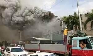 Incêndio em shopping nas Filipinas deixa dezenas de mortos