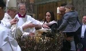 Papa Francisco defende que mães possam amamentar em público