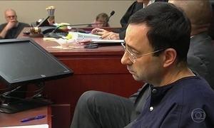 Duas vítimas ficam frente a frente com ex-médico da seleção americana de ginástica