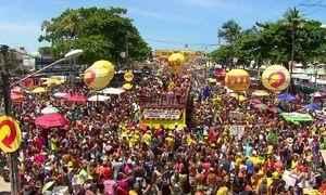 No fim de semana de pré-carnaval, blocos e escolas de samba já estão nas ruas