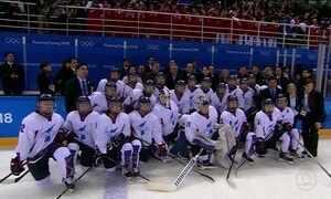 Equipe com atletas das Coreias do Sul e do Norte estreia nos Jogos Olímpicos de Inverno