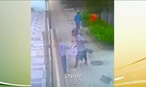 Reforço do policiamento na orla do Rio não evita assaltos