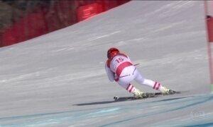 Atletas do esqui alpino aceleram montanha de gelo abaixo na Olimpíada de Inverno