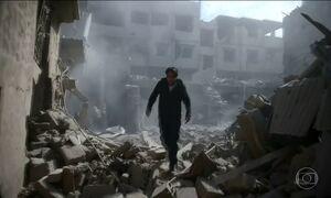 Forças sírias de Bashar Al-Assad voltam a bombardear reduto rebelde