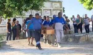 Homens encapuzados abrem fogo contra bar na Baxada Fluminense e matam cinco pessoas
