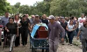 Corpo de delegado da Polícia Federal morto em casa de praia é enterrado em São Luís