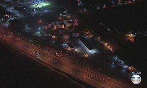 Caminhoneiros bloqueiam estrada de uma das maiores refinarias do país no RJ