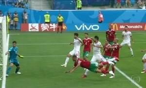 Jogador marroquino faz gol contra e dá vitória ao Irã