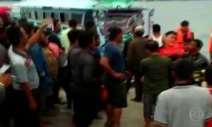 Capitão de barco superlotado é detido na Indonésia
